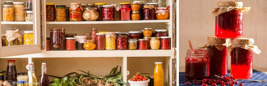 Vorratsschrank mit eingekochtem Obst und Gemüse