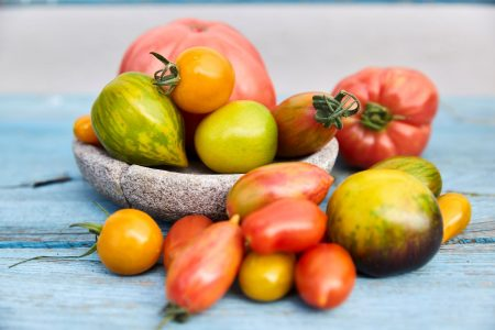 Tomaten gibt's in (fast) allen Formen und Farben - welche Sorte darf auf deinen Balkon? Foto: © Rupert Pessl