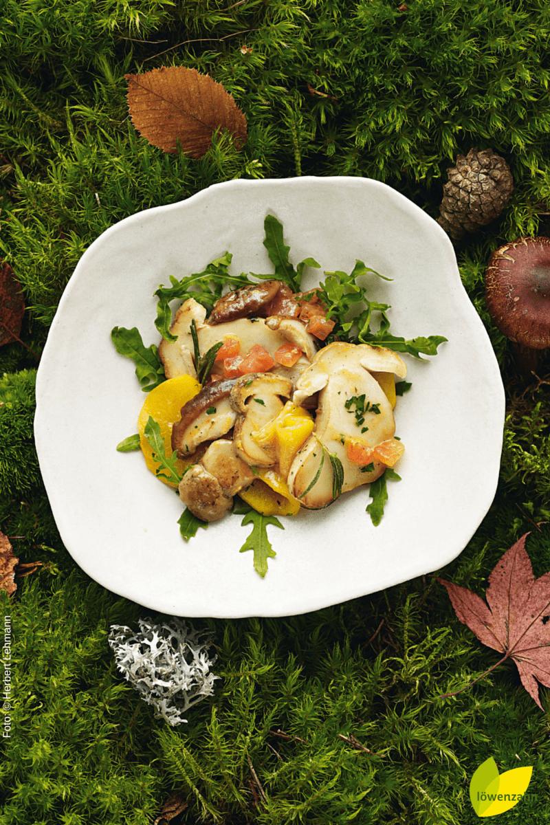 Lauwarmer Salat von Steinpilzen und Pfirsich