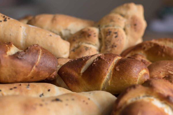 Himmliches Brot backen? Tina Ganser zeigt in ihren Brotbackkursen, wie ihr zu Brotbäckern und Brotbäckerinnen werdet! Foto: William Melling
