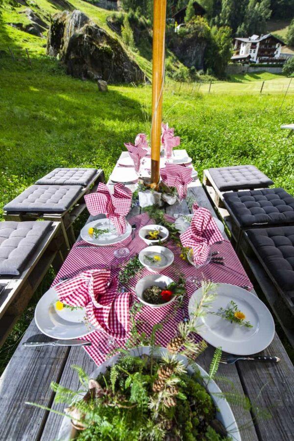 Genussmomente beim Wildkräutertag sind garantiert! Denn: Ihr zaubert mit euren Kräutlein ein leckeres Abendessen! Foto: Liesa Rechenburg