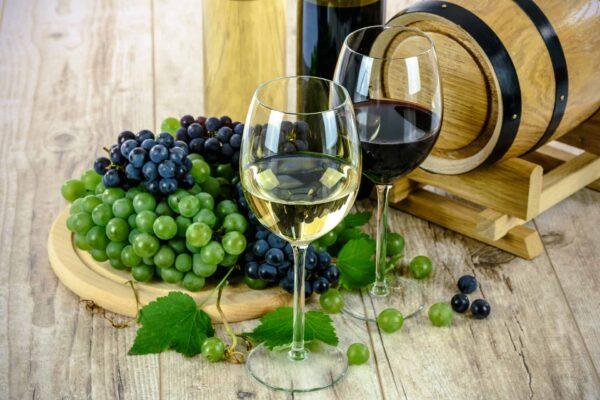 Mit Sonja Schmid lasst ihr den Nachmittag gebührend ausklingen – natürlich mit einer Wein- bzw. Traubensaftprobe! Foto: Pixabay