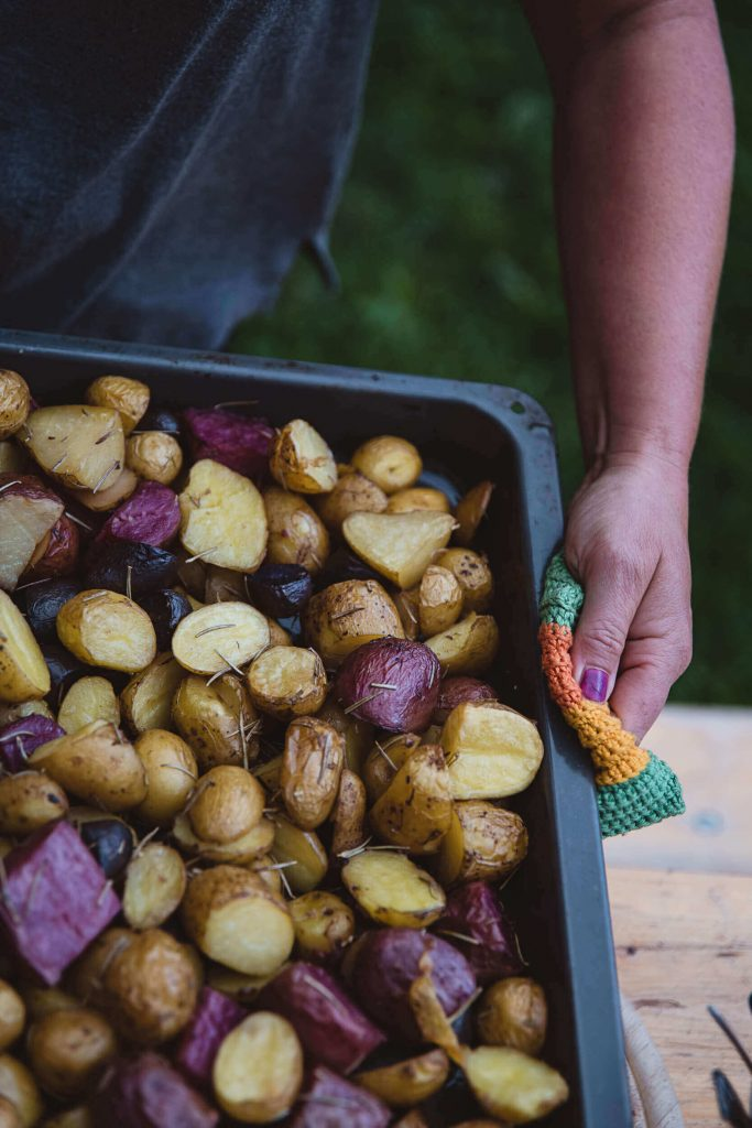 Diese Kartoffeln kommen frisch vom Feld.