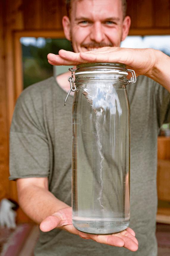 Salzlake im Glas