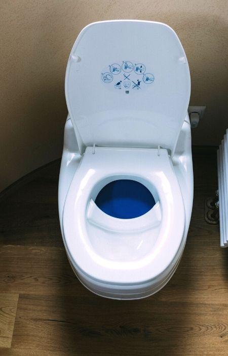 Trockentrenn-Toilette